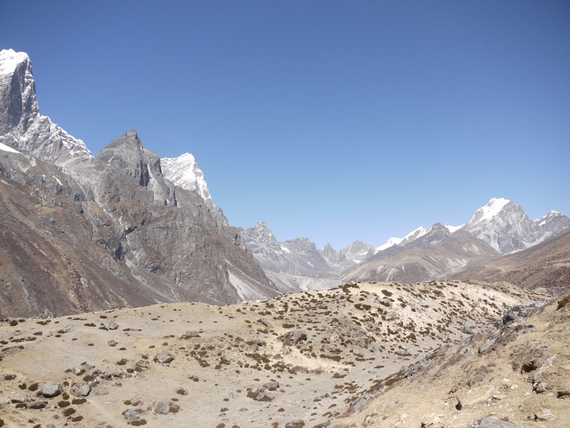 Barren landscape on the way to Periche