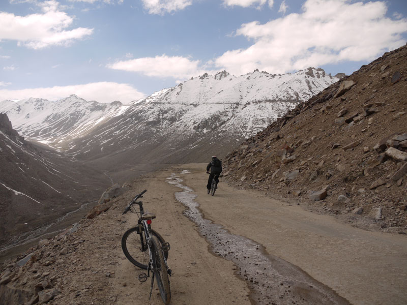 Brian mountain biking down from the highest motorable road pass in the world