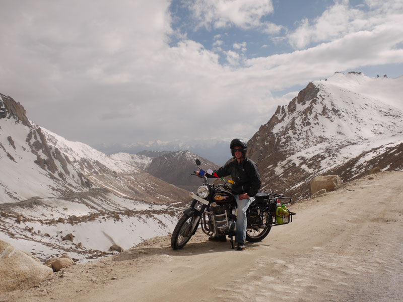 Coming up to Chang La pass, 5,289meters