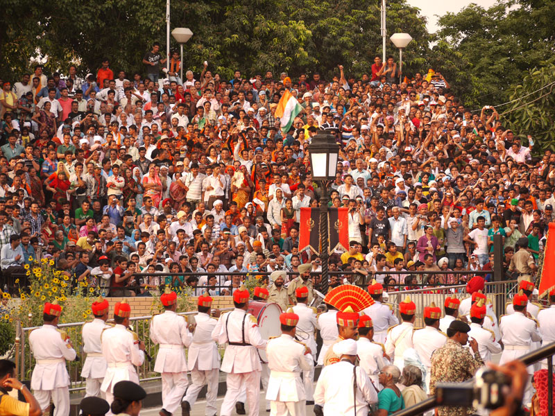 Marching band and Indian crowd, Wagah
