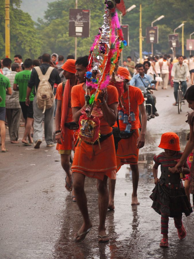 Pilgrims en route to the Ganga, Haridwar