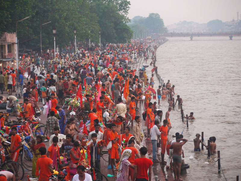 Crowds at the ghats, Haridwar