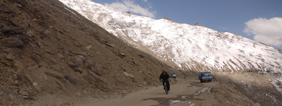 VIDEO Mountain Biking Down From the Kardhung La at 5,602 metres