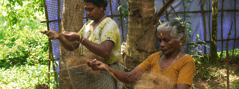 VIDEO Making Rope from Coconut Fibre In Kerala, India