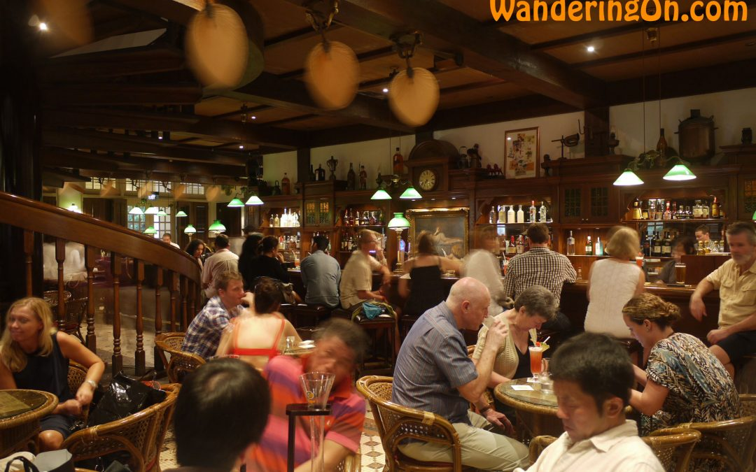 VIDEO Long Bar, Singapore; Home Of The Singapore Sling