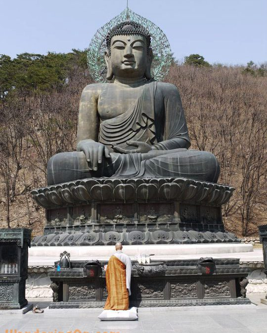 Travel Photo: Giant Buddha In Seoraksan National Park, Korea