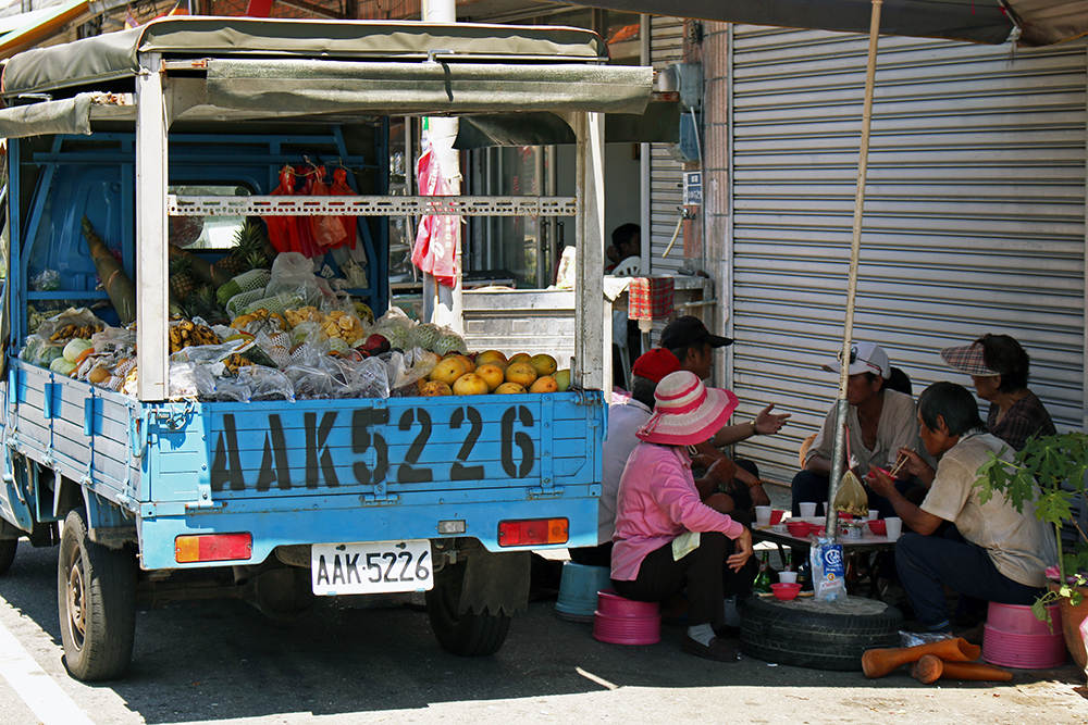 Local vendors taking their lunch break while we cycle on Taiwan's east coast
