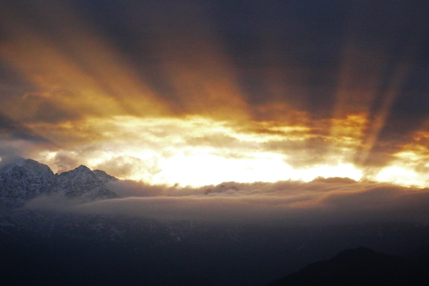 Sunrise over the Himalayas at Bhandar - stunning!