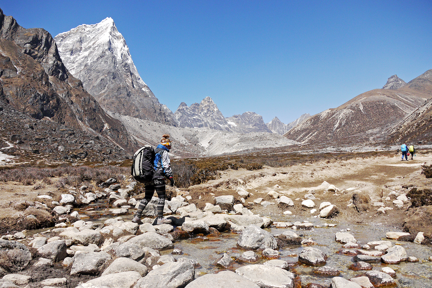 Noelle walking the Everest Base Camp trek without a guide