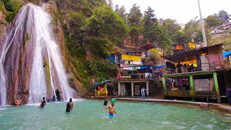 Guide to Mussoorie India Kempty Falls Swimming