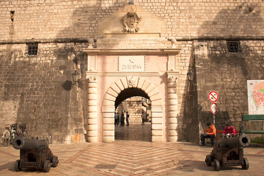 The 'Puerta Del Mar' or 'Vrata Mora', or Sea Gate, the main entrance to Kotor's Old Town | What to do in Kotor